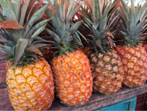 Foto Pixabay (/photos/pineapple-fruit-market-fresh-food-706234/)